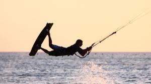 kiteboarding-jump-2560x1440-desktop